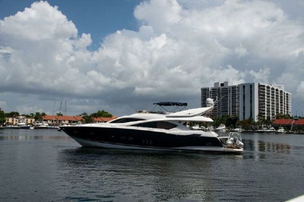Picture Of: 82' Sunseeker 82 Manhattan 2004 Yacht For Sale   2 of 87