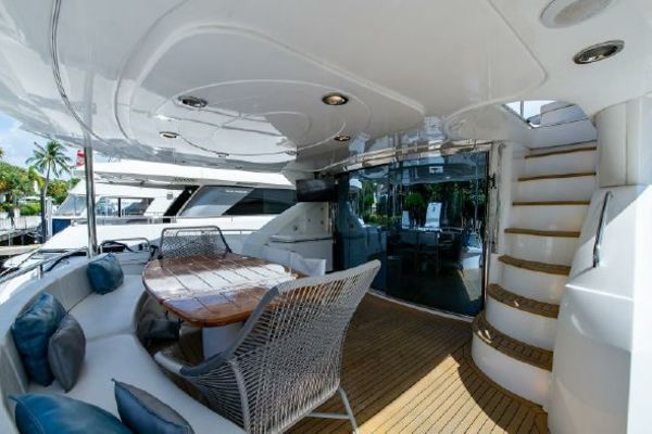 Picture Of: 82' Sunseeker 82 Manhattan 2004 Yacht For Sale   3 of 87