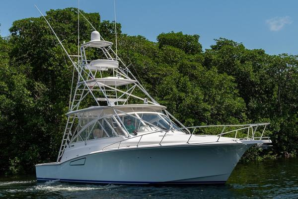Picture Of: 47' Cabo 44 Hardtop Express 2014 Yacht For Sale   4 of 44