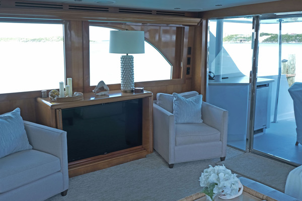 Picture Of: 75' Hatteras Sport Deck 2004 Yacht For Sale | 4 of 15