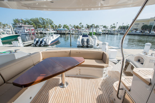 Picture Of: 59' Sea Ray L590 Fly 2016 Yacht For Sale | 3 of 45