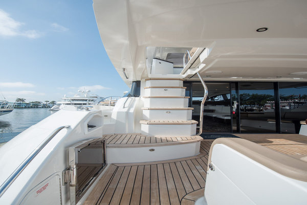Picture Of: 59' Sea Ray L590 Fly 2016 Yacht For Sale | 4 of 45