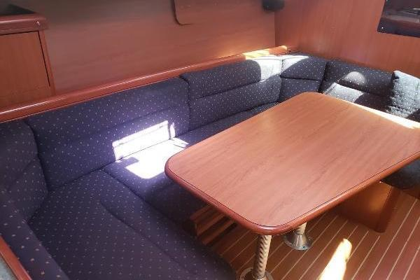 Picture Of: 33' Hunter 33 2011 Yacht For Sale | 3 of 10