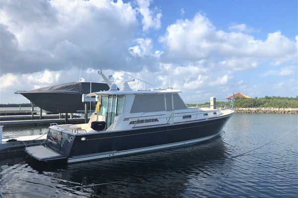 Picture Of: 42' Sabre Salon Express 2013 Yacht For Sale   1 of 19
