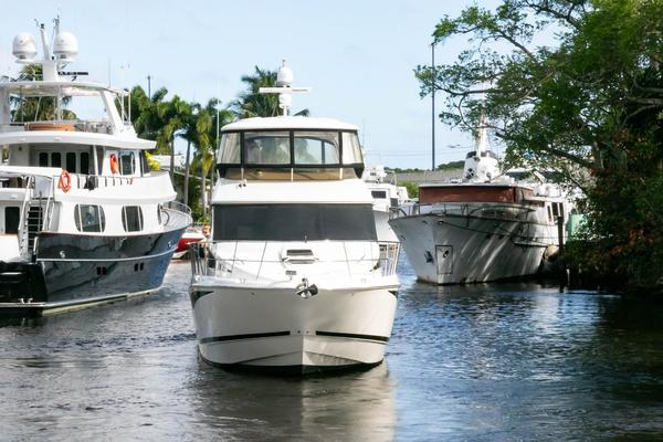 Picture Of: 54' Meridian 541 Sedan 2013 Yacht For Sale | 3 of 61