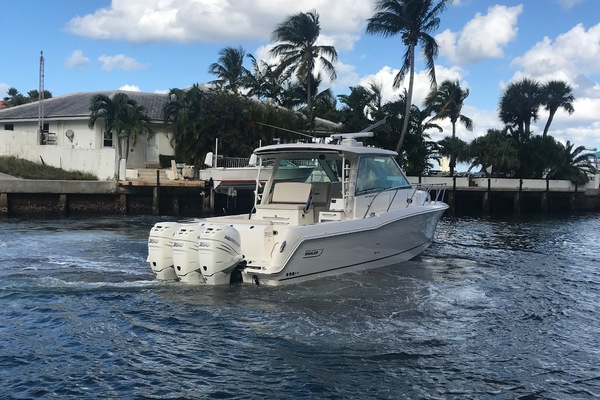 Picture Of: 34' Boston Whaler 345 Conquest 2018 Yacht For Sale | 3 of 24