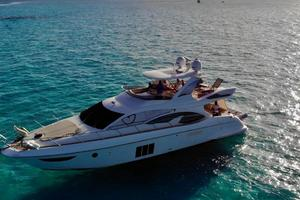 Freedom is a Azimut 60 Flybridge Yacht For Sale in Cancun--4