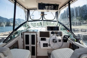 is a Grady-White 272 Sailfish WA Yacht For Sale in Vancouver, BC-Cockpit Helm Station-4