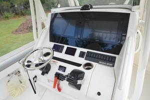 is a Regulator 28FS Yacht For Sale in Hampstead--12